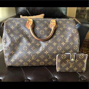Louis Vuitton Authentic Speedy 35